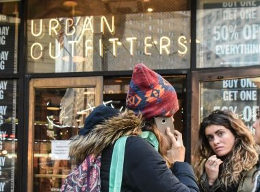 Urban Outfitters s'attaque à Poshmark avec sa propre application 'Nuuly Thrift'