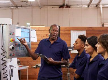 Opinion: les entreprises ne peuvent pas simplement attendre que les compétences dont elles ont besoin se présentent, elles doivent former les travailleurs dont elles disposent