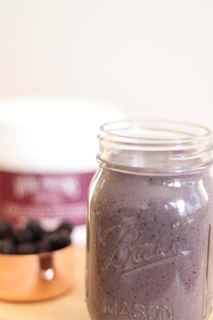 Dark Chocolate Berry Smoothie | Crunchy Kat