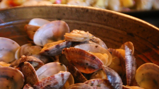 Steamer Clams with Butter and Wine Reduction
