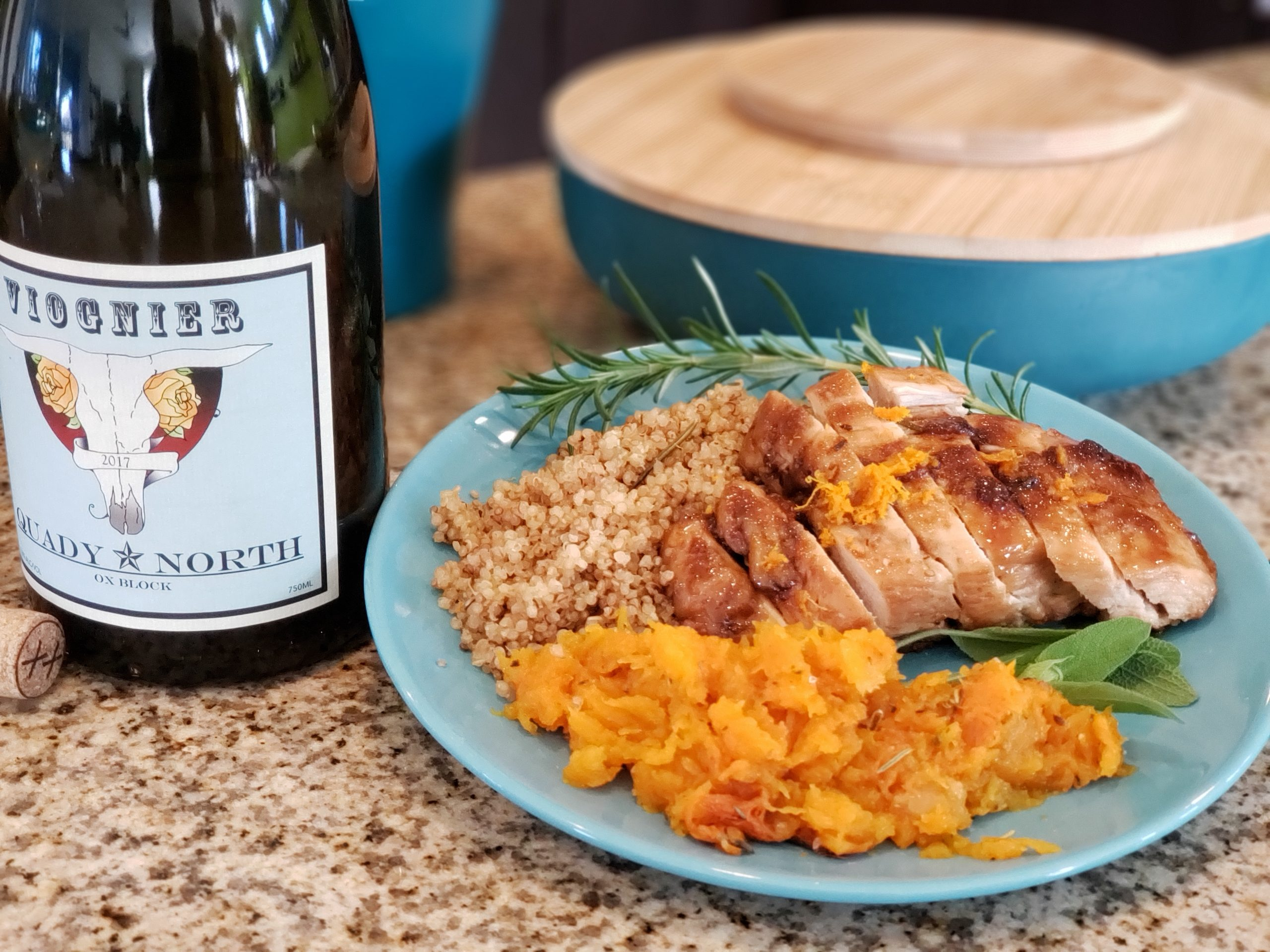 Quady North 2017 Ox block Viognier with sticky apricot chicken, a toasted herbed quinoa and butternut squash. #pantrypairings #travelinabottle