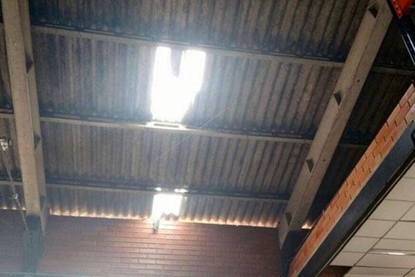 Operário morre após telhado quebrar em Blumenau