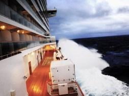 Norwegian Breakaway apanhado em tempestade
