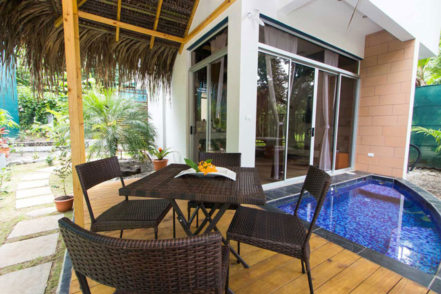Manuel Antonio Home Rentals: Espadilla Ocean Club outdoor dining