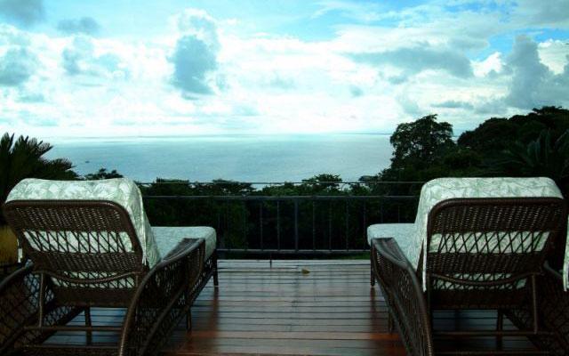 Manuel Antonio Vacation Homes: Casa Carolina deck and view