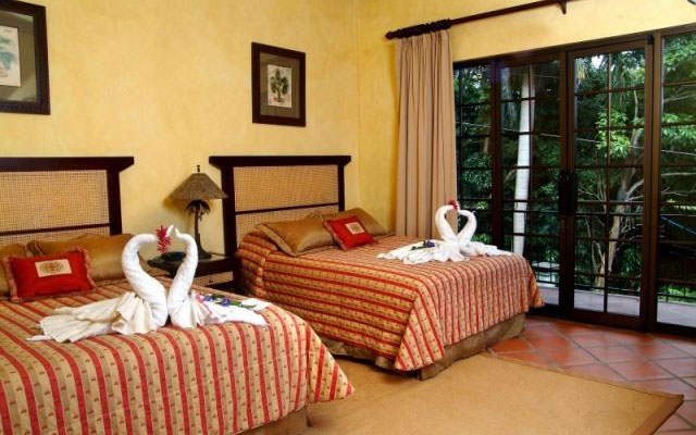 Manuel Antonio home rentals: Casa Carolina guest bed 1