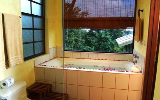 Manuel Antonio Premier Properties: Casa Carolina master bath