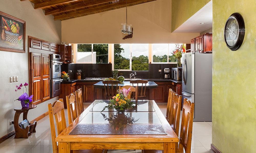 Casa Alta Vista kitchen and dining