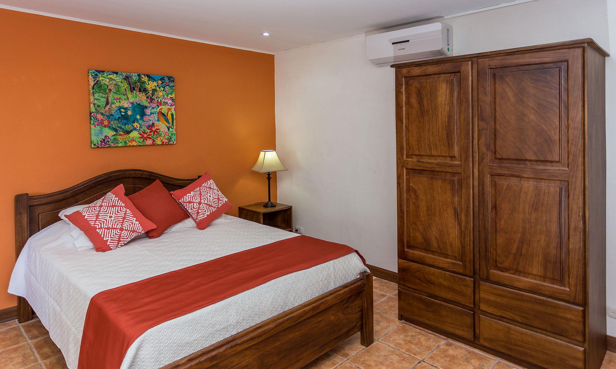 Villa Natura queen bed