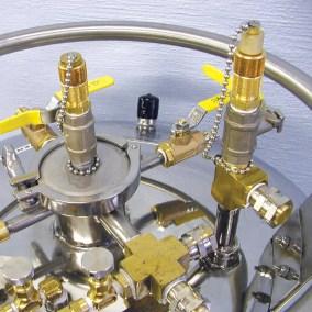 auxiliary side neck for liquid helium dewar