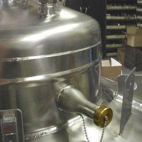 optional vacuum withdrawal valve for cryo tank