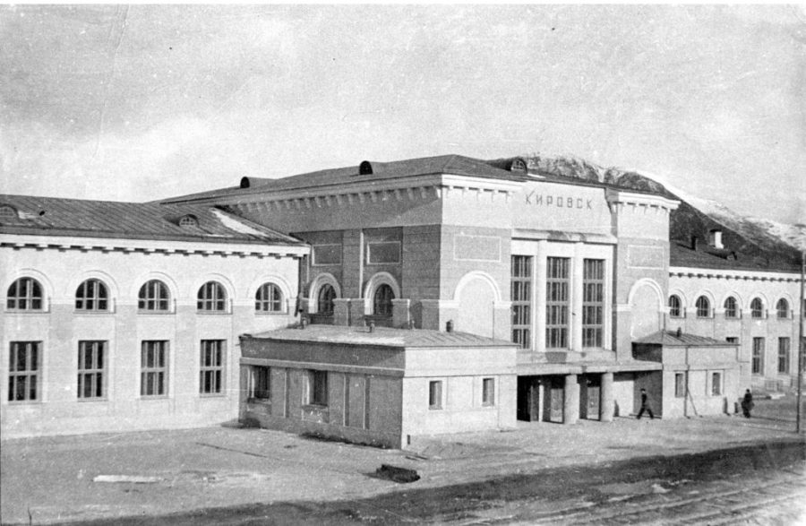 A photo of Kirovsk Station in the 1930s.