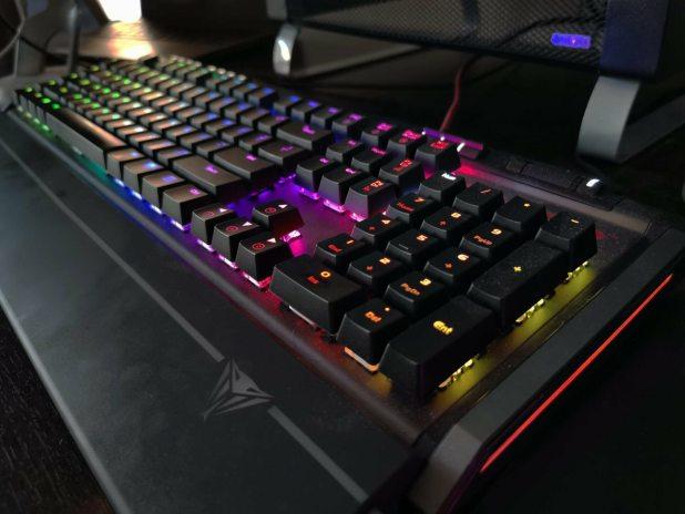 Viper Gaming V770 Mechanical Keyboard review 1