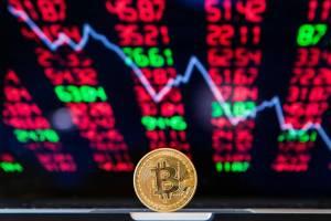 بعد أسبوع من التحطم، تعرف بعض العملات الرقمية المشفرة زيادة في الأسعار في حين لاتزال أسعار البعض في المنطقة الحمراء
