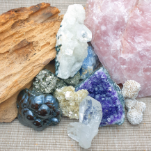 Kristaller och råstenar