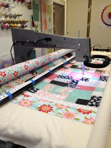 Longarm quilting Kelli's Christmas quilt