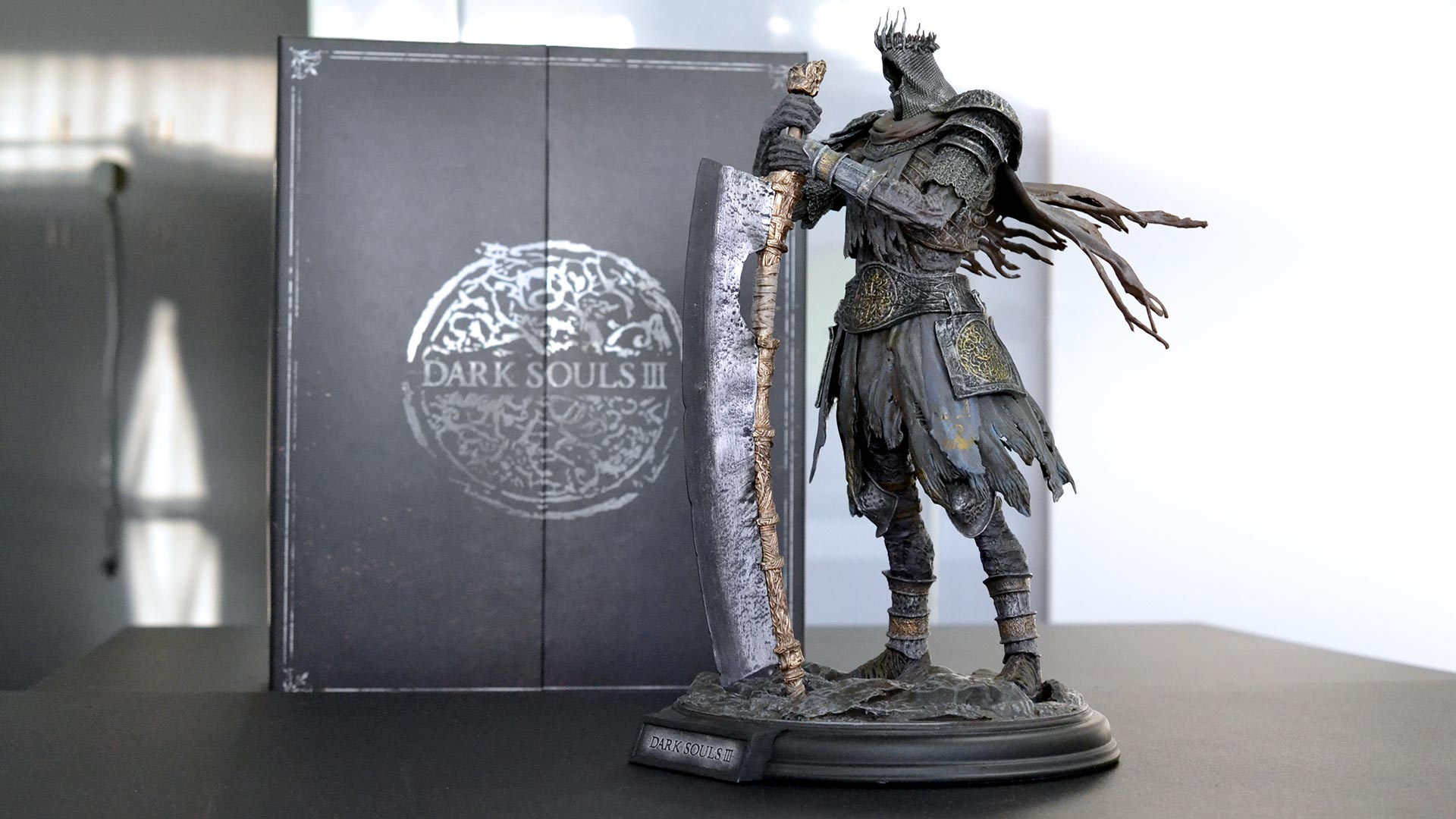 Dark Souls 3 Figurine and box