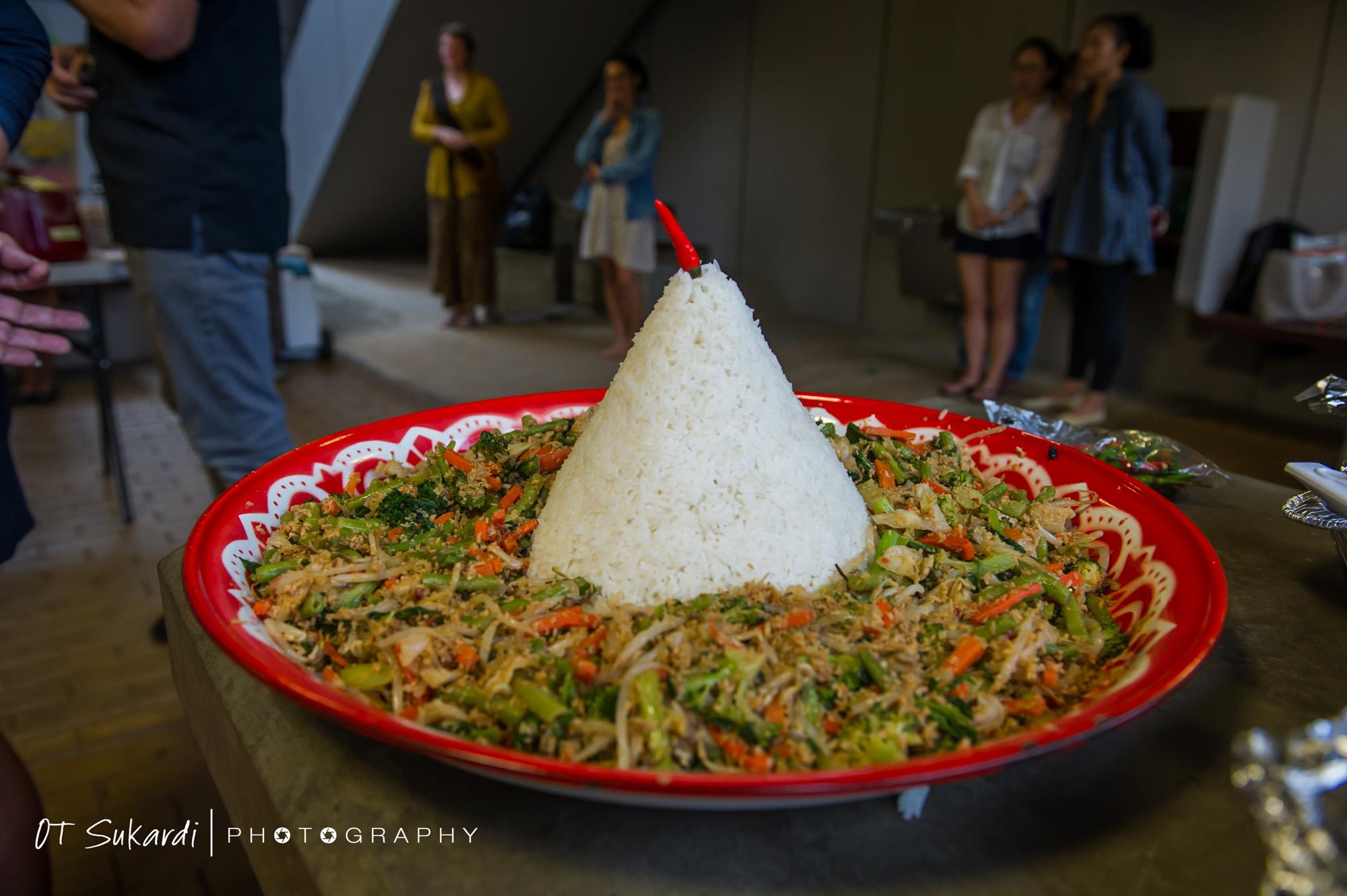 Decorative rice in stir fry