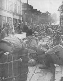 Japanese soldiers awaiting repatriation - Gutenberg