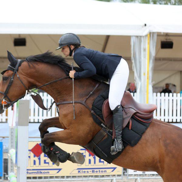 Kelly Ann Schmitt gewinnt Amateur-Final und Challenge