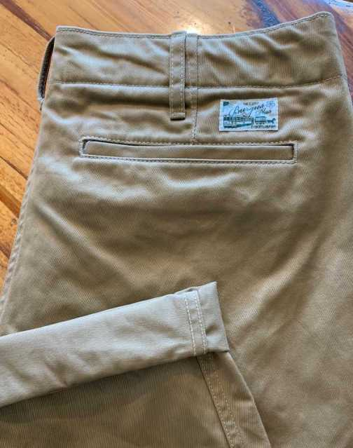 Burgus Plus 401z-60 modern chino in khaki.