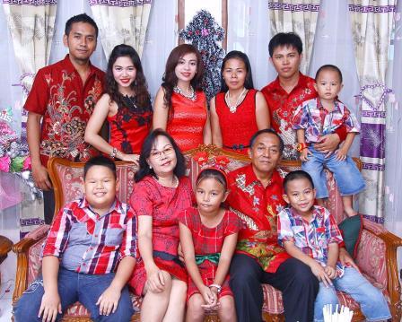 Model Baju Seragam Keluarga Untuk Natal Terbaru