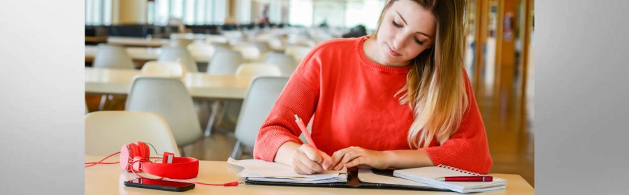 Girl Studying | Advantages of Studying in Barcelona