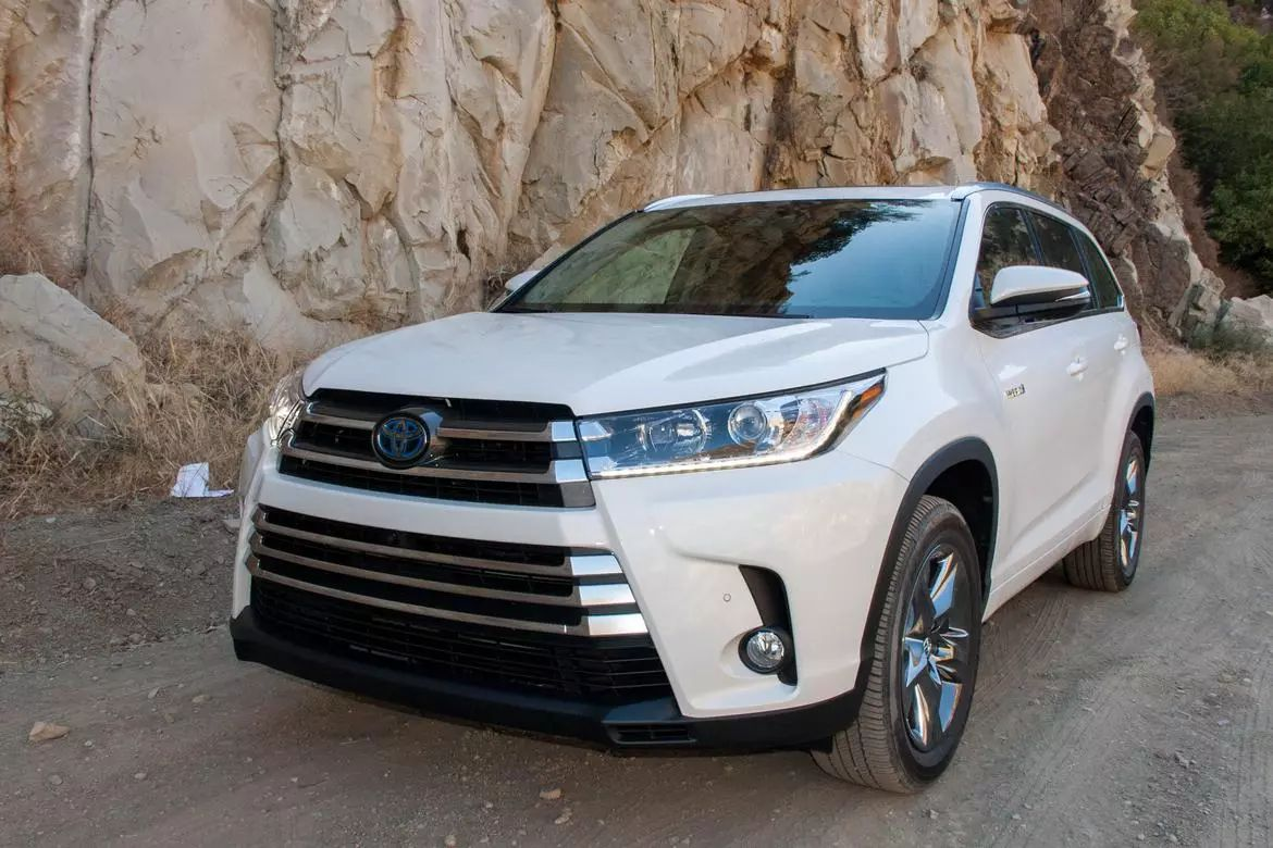 2017 toyota highlander le new car prices