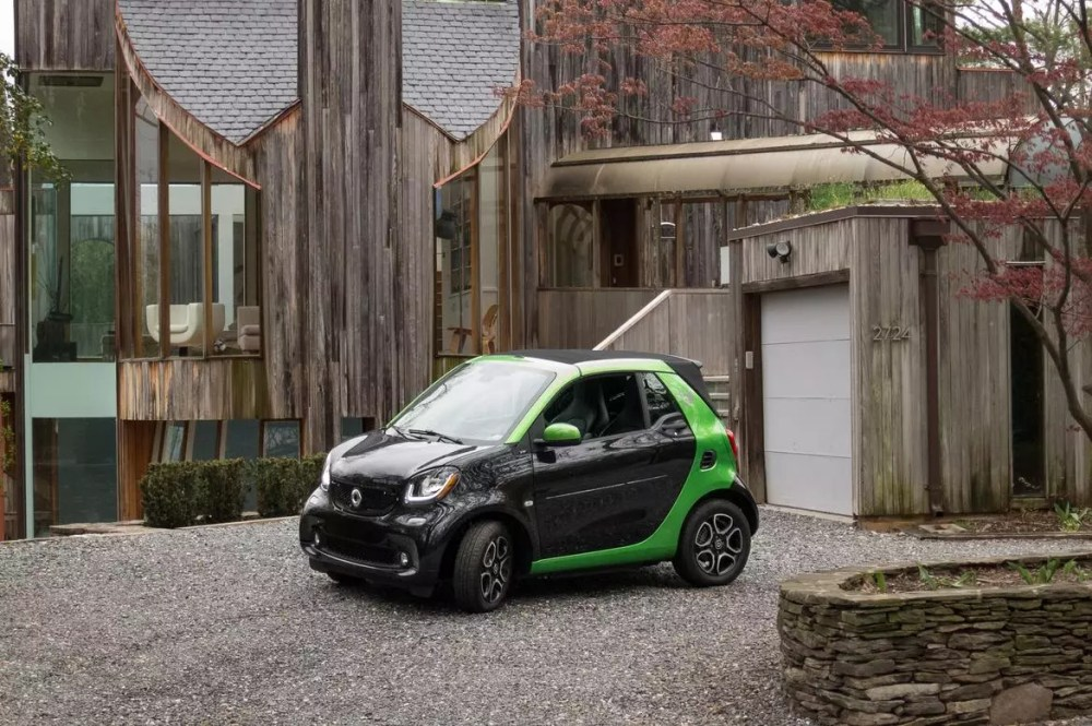 medium resolution of 04 smart fortwo electric drive cabrio 2019 black