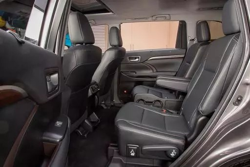 Which 2018 ThreeRow SUVs Offer Captains Chairs  News