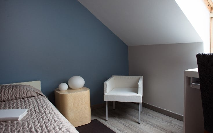 peindre une chambre mansardee