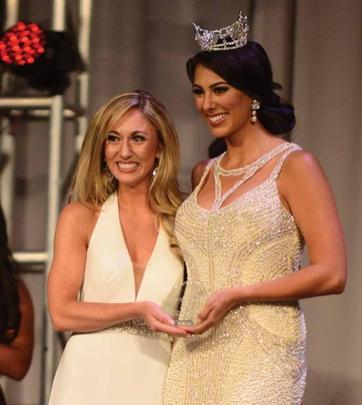 Eliza Lynn Kanner accepts her preliminary award for Lifestyle and Fitness from the reigning Miss Connecticut Alyssa Taglia.