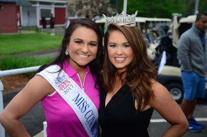 Miss Connecticut's Outstanding Teen Brooke Cyr, left, with Miss America Cara Mund.