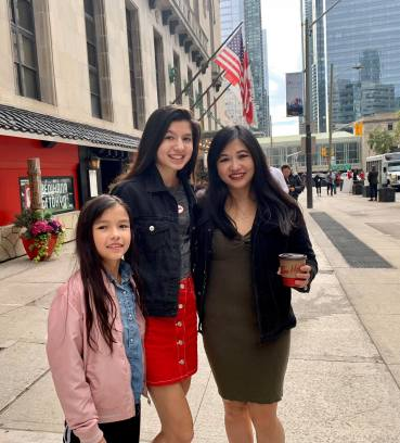 Aislinn is seen (with mom and sister) in an H&M top, skirt, jacket
