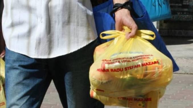 Pachete pentru pensionari la Constanța. FOTO radioconstanta.ro