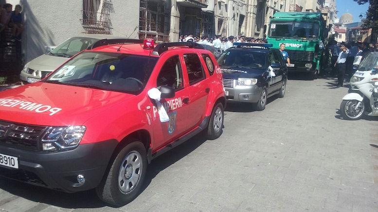 Pompierul Daniel Fripis a fost condus pe ultimul drum. FOTO ctnews.ro