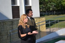 Primarul Valentin Vrabie și directorul școlii, Simona Agapie. FOTO Adrian Boioglu