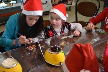 Copiii au pictat cu ciocolată. FOTO Adrian Boioglu