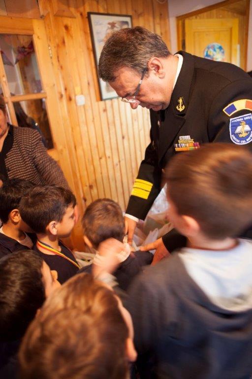 Vergil Chițac, alături de copiii din centrul de plasament