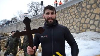 Adrian Arhip a prins crucea. FOTO Adrian Boioglu
