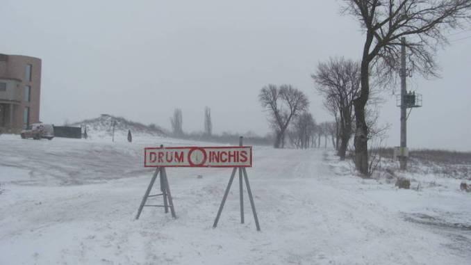 Drum închis din cauza zăpezii. FOTO libertatea..ro