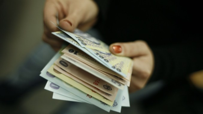Bani, lei. FOTO metropolitanul.ro