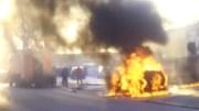 Mașină în flăcări. FOTO Captură video