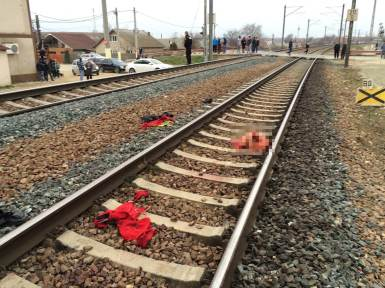 Accident feroviar. Persoană tăiată de tren. FOTO Adrian Boioglu