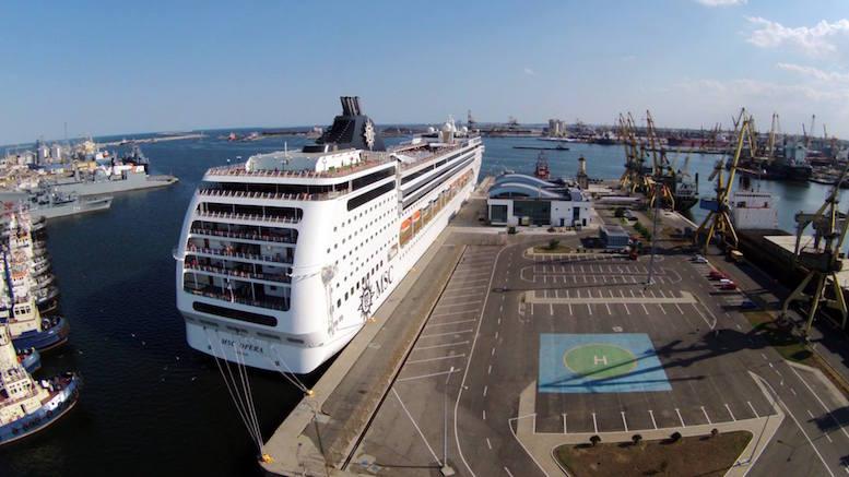 Navă de croazieră în Portul Constanța