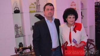 Decebal Făgădău a venit cu mărțișor pentru Mariana Gâju. FOTO Adrian Boioglu