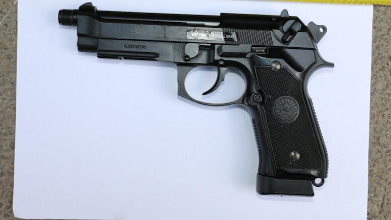 Pistolul găsit în locuința năvodăreanului. FOTO IPJ Constanța