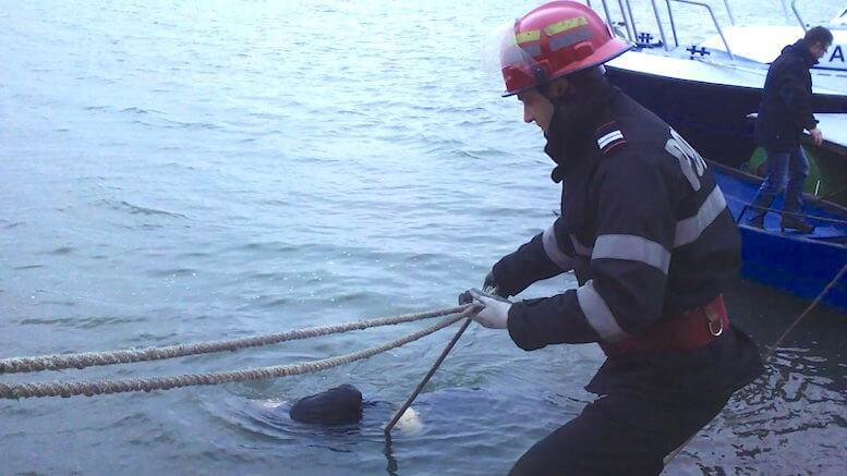 Persoana înecată a fost scoasă de pompieri