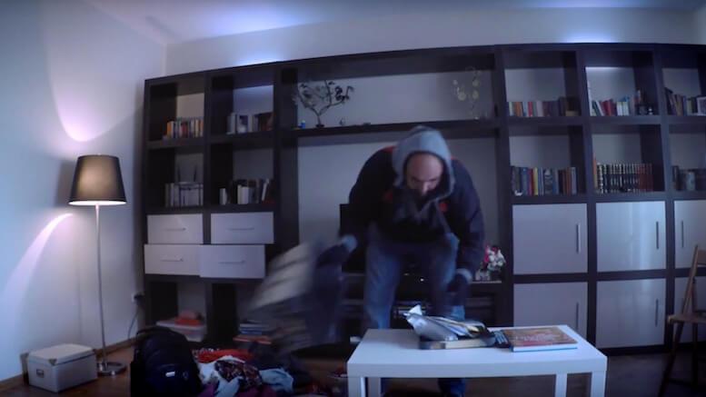 Hoț în casă. FOTO Captură video
