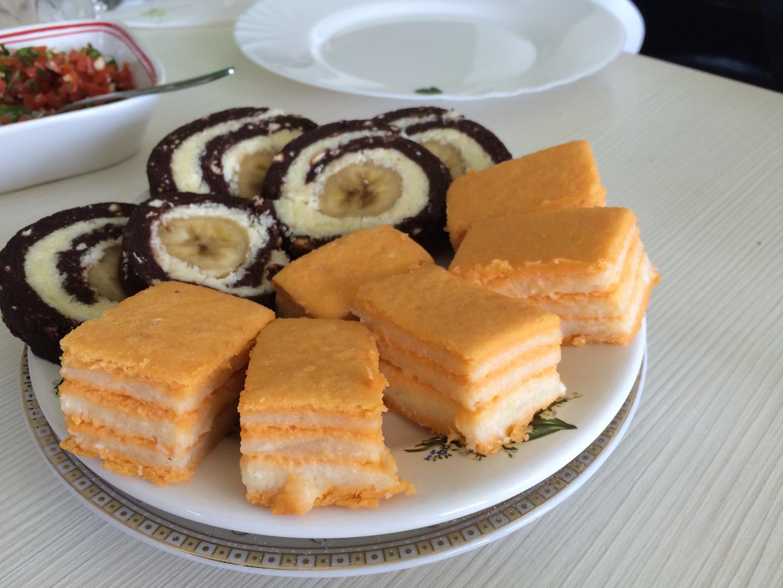 Prăjituri raw-vegan la mănăstirea Crucea. FOTO Adrian Boioglu